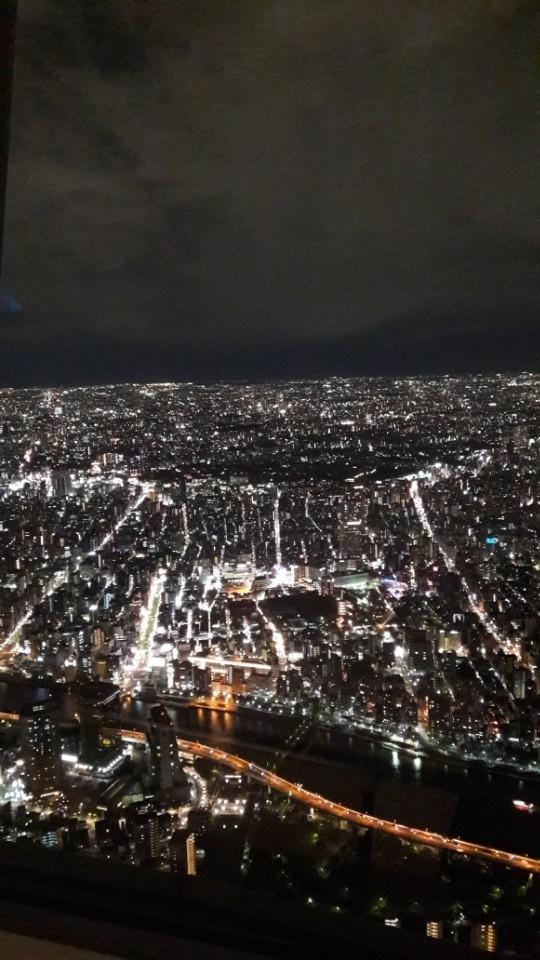 서울이나 여기나 밤하늘은다이아몬드입니다.