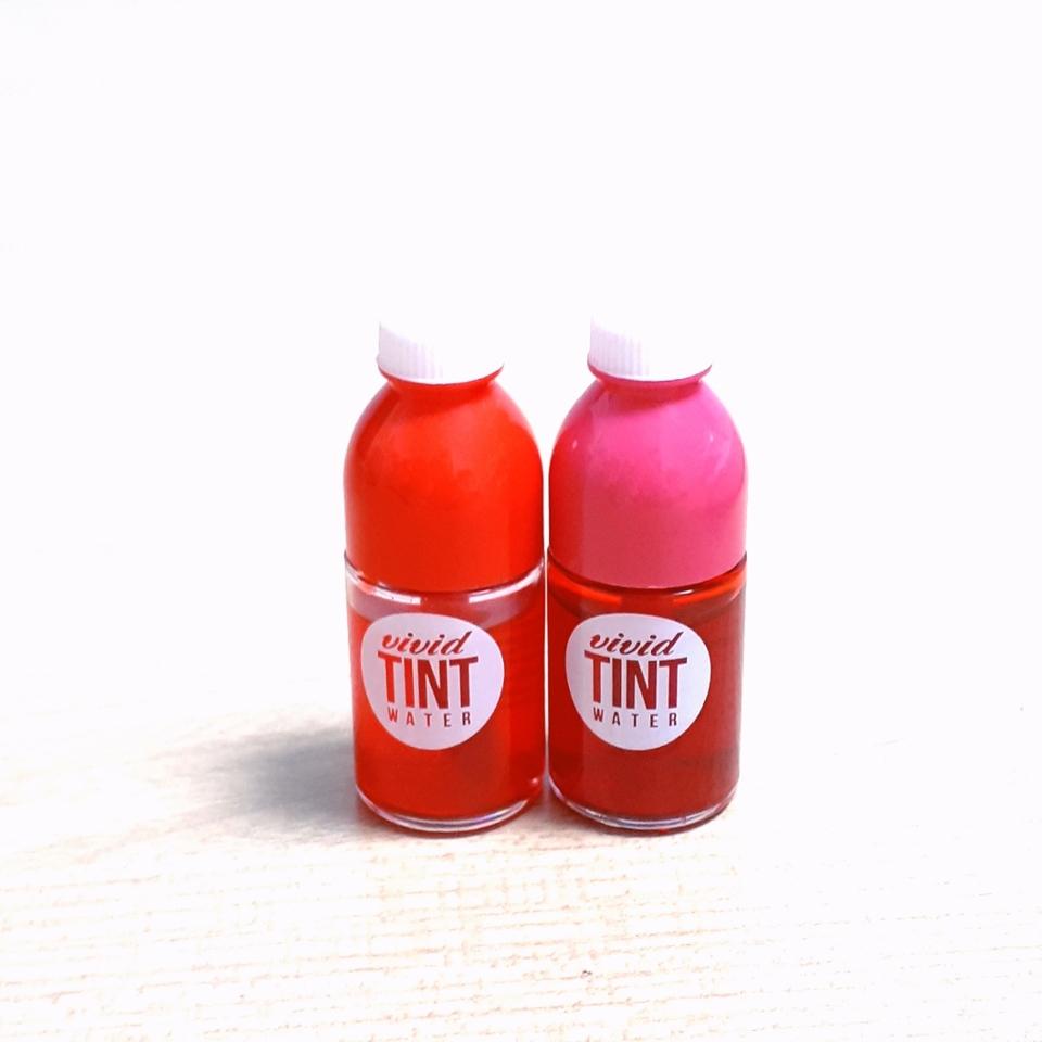 두 가지의 워터 틴트입니다!! 하나는 기존 색상과 같고, 하나는 이 냉장고에만 있는 색 입니다!