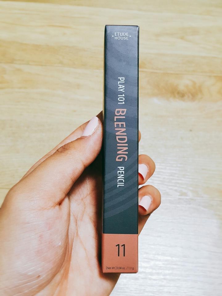 개봉전 사진이예요~^0^ 상자뜯는느낌이란..후훗 탐스럽군요♡♡♡ 제품명 : 에뛰드 하우스 플레이 101 블렌딩 펜슬 11호 (필터)