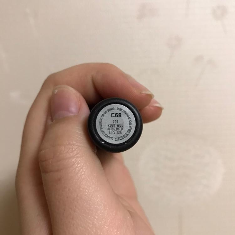 이렇게 밑바닥에 색상이 적혀있어요 ! 루비우 레트로매트 립스틱