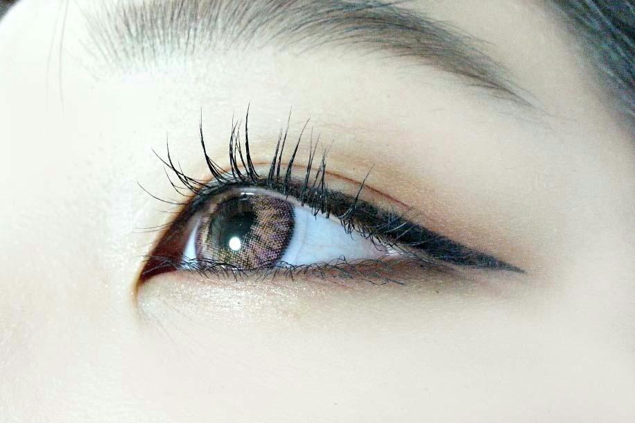 눈 발색샷!  속눈썹 진짜 깔끔하고자연스레 길어졌지 않나여?!  궁금하신분 계실까봐 미리 써둘께요 사진속 렌즈는 오렌즈 워너비 3콘 롤리핑크입니당! ㅎㅎ