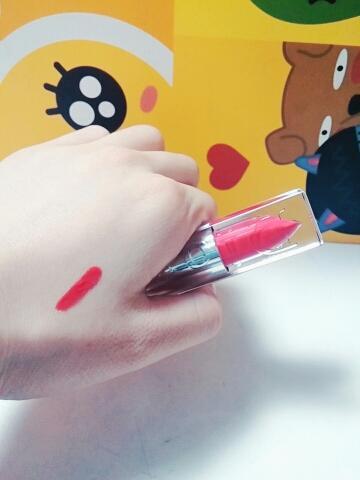 립스틱같은데 립글로즈.......♥ 보이는 내용물색이랑  발색이랑 동일한거 보이시죵? 요놈이 진짜 대박인게... 지속력쩔어요...진짜 갑...  매트한것도 아니고  5시간동안 계속유지되요.....