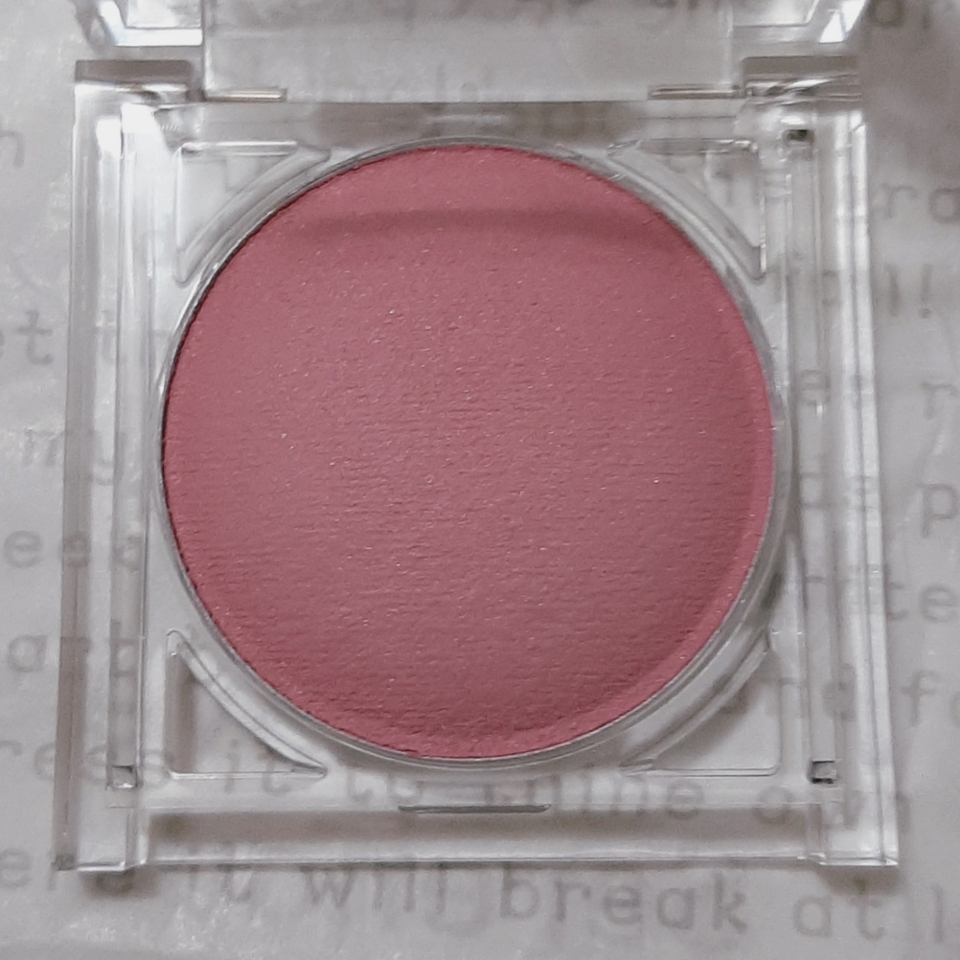 • B01 모브오로라  흰끼 도는 연한 쿨핑크🌺 다른 색상이 더 추가 되지 않고 오직 핑크 그자체인 색상이에요! 마치 우유처럼 뽀얗고 맑아서 여쿨한테 찰떡템인 것 같아요:>