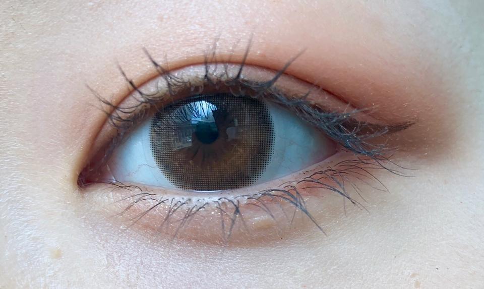 저는 재구매의사 100% 인만큼  데일리 렌즈로 잘 사용하고 있는데요  자연스럽고 직경작은 브라운 렌즈 찾으신다면 추천드려요!!   하지만 평소 자연스러운 것 보다 혼혈렌즈,  디자인이 튀는 렌즈를 선호하신다면 비추드려용  오늘도 리뷰 봐주셔서 감사합니다٩(๑˃̵ᴗ˂̵)و