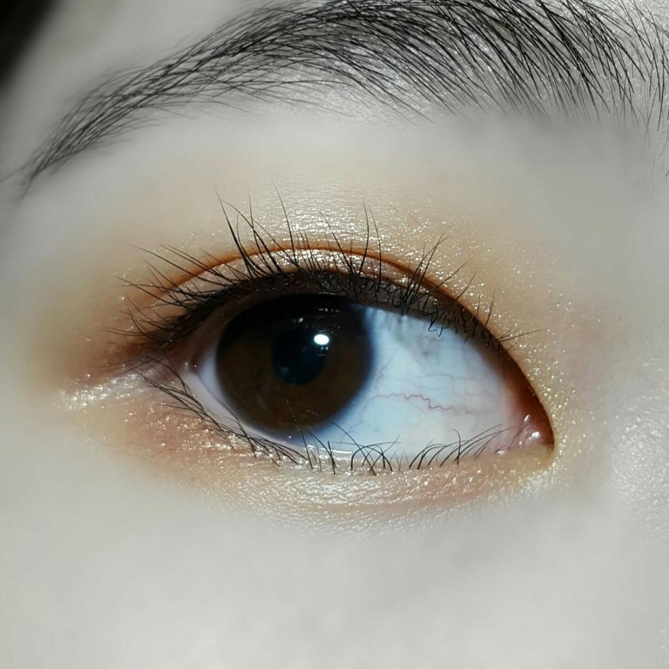 눈 발색이에요