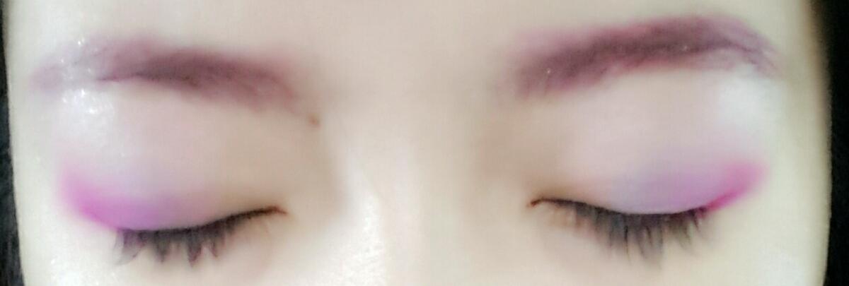 눈꼬리쪽에 진한 핑크로 음영을 주세요