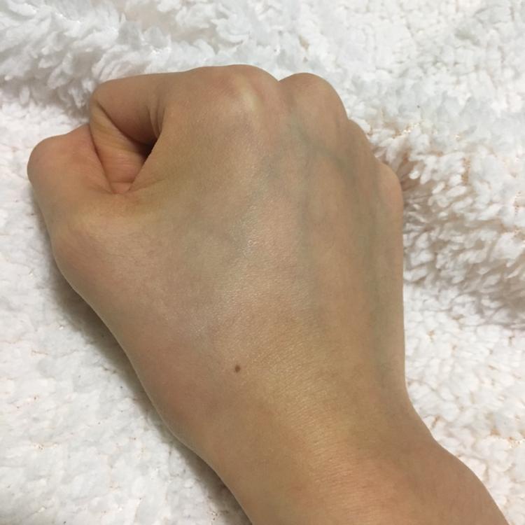 손등 발색 전 ))