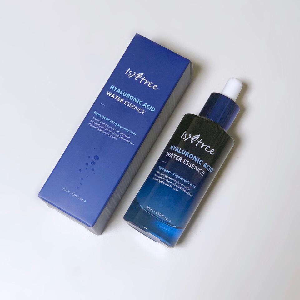 세 제품 중 리뷰할 제품른 이즈앤트리 히아루론산 워터 에센스 입니다!  파란색의 에센스네요 공병이 너무 예뻐요..💙