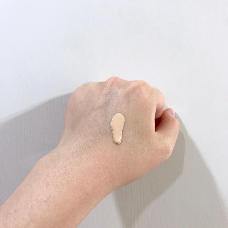 제가 원래 사용하는 파운데이션은 아니고  제 피부에서 들뜸이 심한 파운데이션을 골라봤어요!