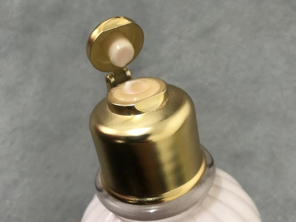 아쉬운점... 평소 펌핑형을 선호하는데 입구 부분도 작고 사용할때 불편했어요 용기가 단단한 플라스틱 용기인데 양조절이 힘든편
