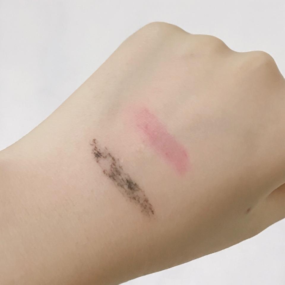 테스트한 결과 워터푸르프 마스카라와 착색력이 강한 틴트 말고는 잘 지워졌습니다!