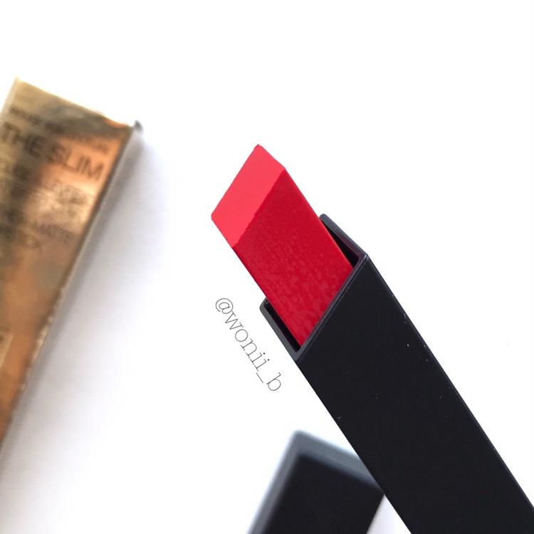 진짜 신기한게 립스틱이 사각형으로 되어있더라고요! 은근 입술선 따기도 쉽고 바르기 쉬웠어용