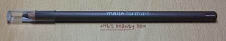 매트포뮬라 브로우 펜슬의 외관은 이렇게 생겼습니다!  일반적으로 깎아서 사용하는 브로우 펜슬 제품들과 비슷하게 생겼어요.