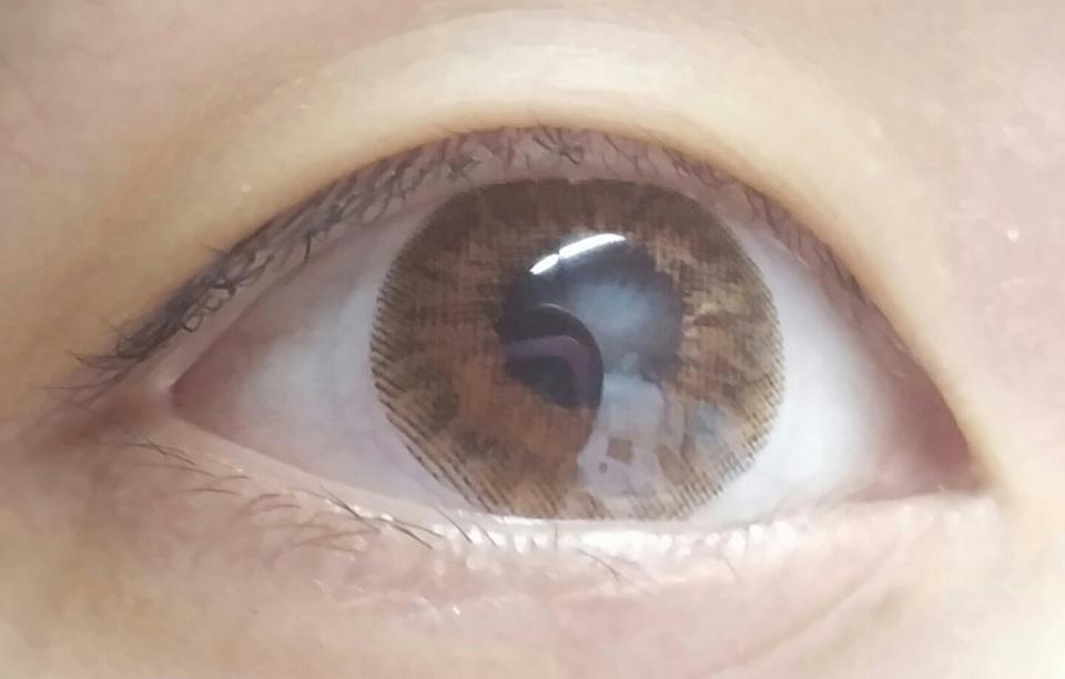 아무것도 안한 상태에서 렌즈만 끼고 찍은 상태라 주변이 얼룩덜룩 합니다 (하하)