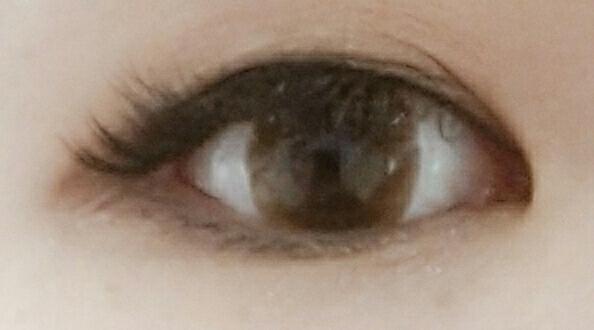 자연스러운 데일리 렌즈 찾으시는 분들 추천해요~! 무엇보다 착용감이 짱!! 렌즈가 얇아서 안낀 느낌이라 눈이 편하더라구요~!!