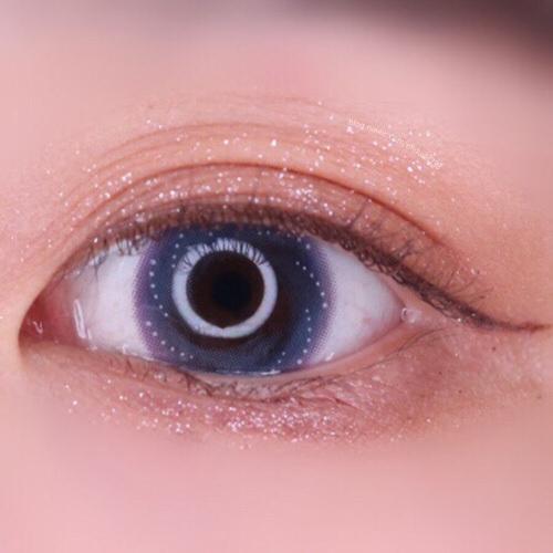 쨘 이거보세요ㅜㅠㅠ 그레이와 블루, 바이올렛의 오묘한 조합이 너무나도 예쁘됴ㅠㅠㅠㅠㅠ 진짜 화려한데 그렇게 튀지않아서 더 예쁜 그런 렌즈에요♥