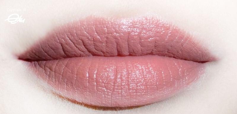 입술이바르면 굉장히 차분하면서 고급스러운 컬러에요!