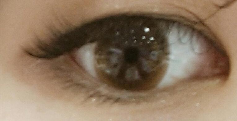 눈에 착용하면 이런느낌~ㅎㅎ제 눈에는 훌라현상도 없었어요~