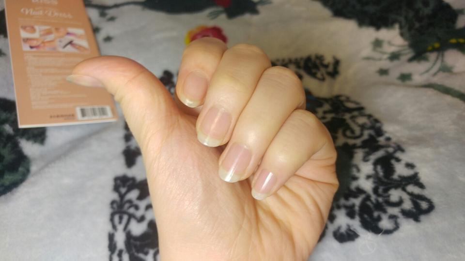 광이아주아주많이나진않지만 손톱이 매끈하게 정리되고 금방 벗겨지지않는것같아서 좋았어요!