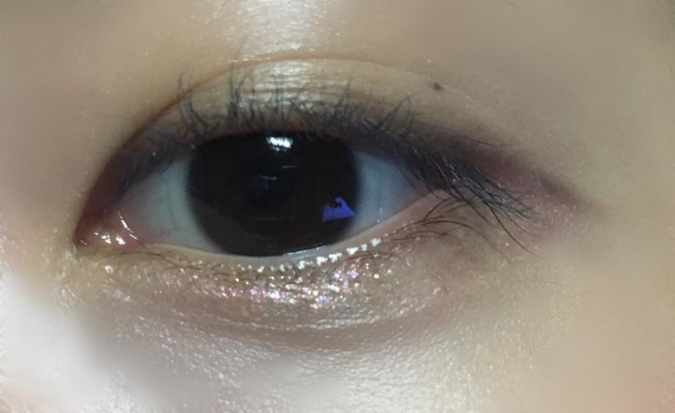 눈 발색 후   약간 보랏빛도 돌고 핑크빛도 돌고 금빛도 돌아서 각도에 따라 진짜 예뻐요 ㅠㅠㅠ ♥️