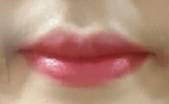 이렇게 입술에발랐을때는 핑크빛도는 레드색입니당☺