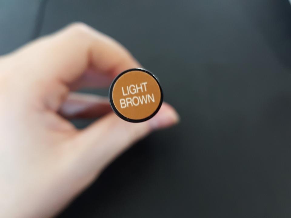 밝은 탈색모라 라이트 브라운 컬러 사용했습니다. 근데 생각만큼 밝진 않아용.