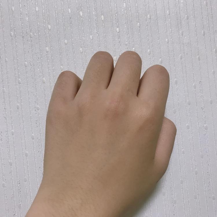 제 피부중 가장 어두운 피부가 손 등입니다 ㅋㅋ