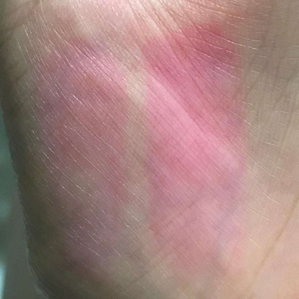 클렌징 워터로 빡빡 닦은후 세수하면서 클렌징 폼 까지 묻힌 후 인데도 이렇습니다ㅋㅋㅋ 진짜 립스틱이 이정도 착색력인건 처음봤어요ㅋㅋ