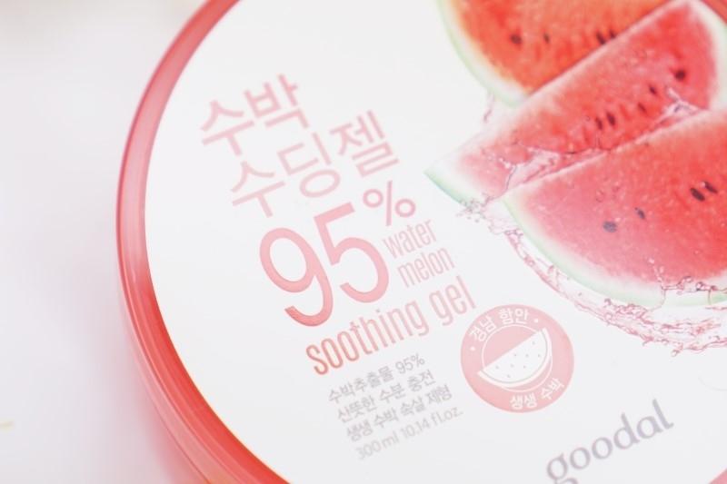수박 수딩젤은 수박추출물 95%가 함유된 산뜻하고 수분 충천에 도움을 주는 수박 수딩젤인데요