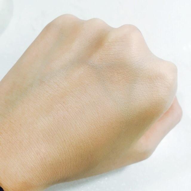 베리떼 파운데이션은 오일-세럼 타입으로 변하는  골드 에센스가 함유되어 피부에 탄력적인 빛을 부여하는 제품으로,  피부 보습막을 형성하여 피부 손상 방지가 되며 끈적이지 않고 화사한 피부 표현이 가능한 파운데이션이랍니당 :)