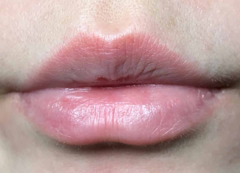제가 정면에서 보면 입술이 삐뚤어요 ㅠㅠ  립 사진을 찍으면서 알게 된 사실입니다..ㅎㅎ