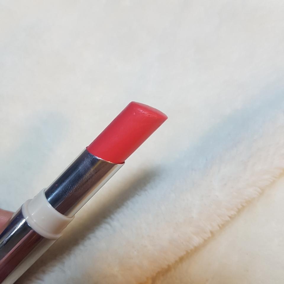 용량은 일반 시중 립스틱길이정도에요 검지손가락 한뼘 반 정도??