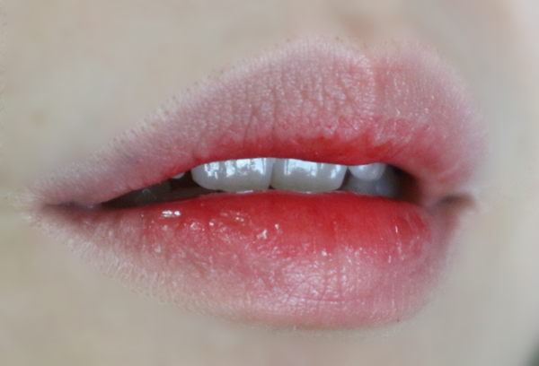 요건 그라데이션 한 컬러에요. 제가 입술 각질 대마왕이라서 이렇게 촉촉한 립틴트좋아요. 칭찬해 칭찬해 ♥ 그라데이션은 정말 자연스럽고 건강한 입술을 만들어줘요.