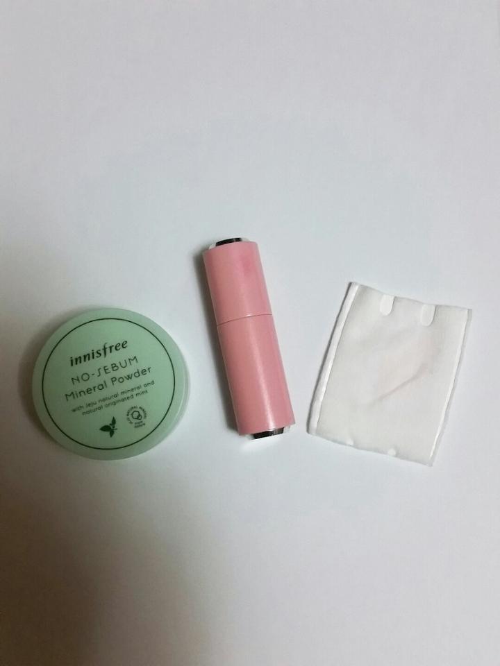 준비물은 더러워 지기 쉬운 화장솜  글로시한 립제품  가장 중요한 노세범 파우더! 팩트보단 파우더가 좋아요