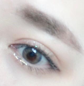 단색이 아니라 오팔펄이라 그런지 더 더 색감있어 보이면거 눈이 빛나 보였어요!