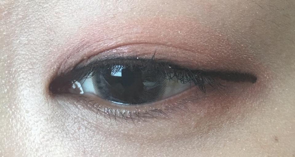 눈에 발라줬어요 속눈썹 모근엔 블랙 눈꼬리는 브라운으로 해줬는데 그게 그거...ㅋㅋㅋㅋ