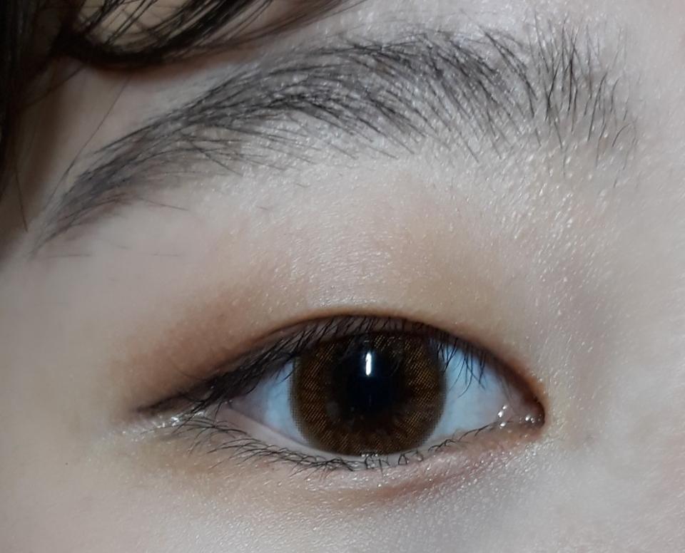ㅋㅋㅋㅋㅋ제가 그래도 눈이 엄청 작은편도 아니고  큰편도 아닌데 눈의 3분의 2를 차지하는기분이긴했어요 ㅋㅋㅋㅋ 근데 색상이 너무 맘에 들어요