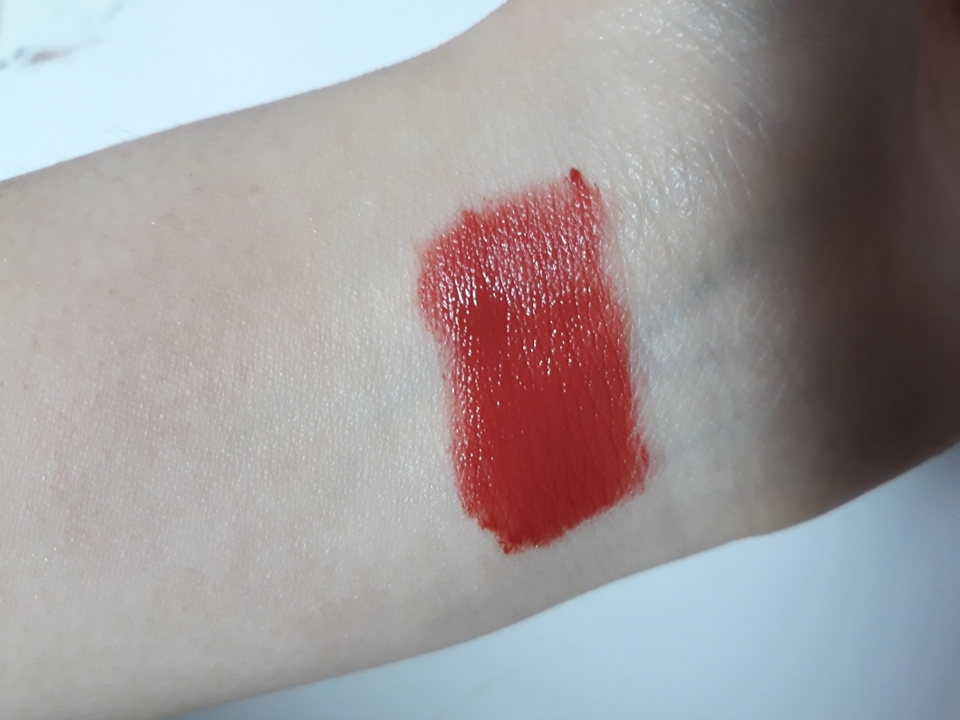 사진에선 조금더 붉게나오는데 , 실제론 딥한 말린장미컬러라서 되게 차분하고 예뻐요 !