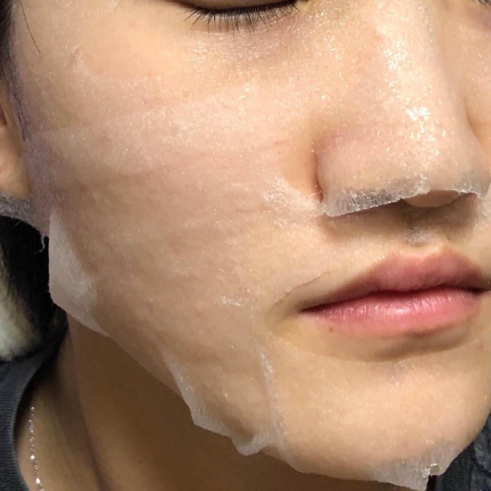 하단 마스크를 붙여준 모습입니다! 얼굴을 전체적으로 여유있게 감싸줘요