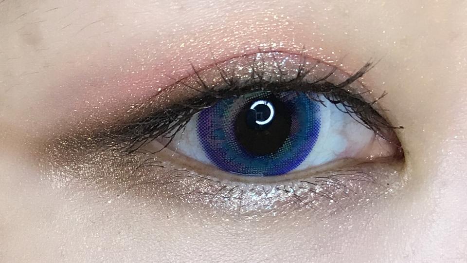 실리콘렌즈가 보통렌즈보단 비싼편인데 원쁠행사할때 구매하면 꽤 저렴하게 구매할수 있는것 같아요! 착용감도 정말 편안하고 3개월 렌즈라 정말 가성비👍 전 원래 튀는 렌즈는 끼지 않는데 얘는 착용감도 좋아서 가끔 기분낼때 껴보려 해요ㅎㅎ