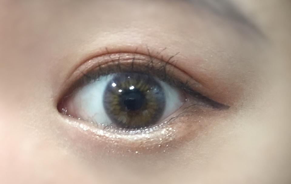 직경은 13.1mm??정도여서 무난히 잘 끼실 수 있을 것 같아요:) 착용 후 훌라도 없이 좋았어요ㅡ 다만 제가 눈이 예민해서 렌즈를 끼면 아픈데 시간이 지나면 눈이 좀 뻑뻑한 것 빼곤 착용감은 꽤 괜찮았어요