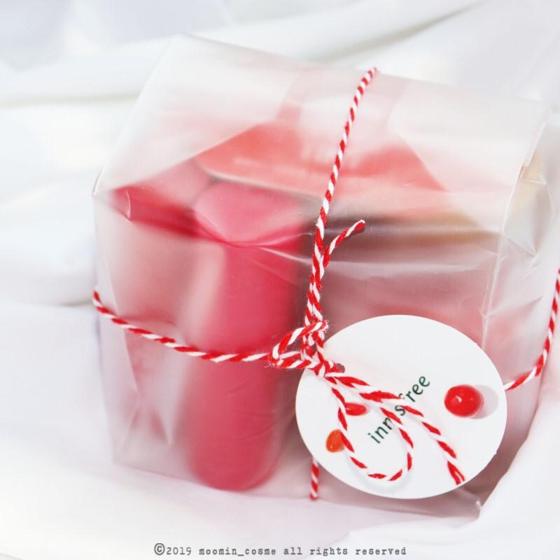 진짜루 택배상자 뜯어보니  산타할아부지가 놓고 가신듯한  선물꾸러미가 있었구요,,,, 넘나 갬동,,,,!    감사해요 이니스프리!  사랑해요 이니스프리!  날가져요 이니스프리!