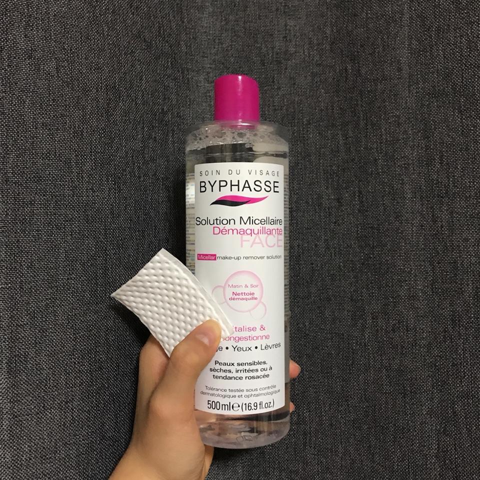 저는 엠보싱화장솜을 사용해서 닦아요!