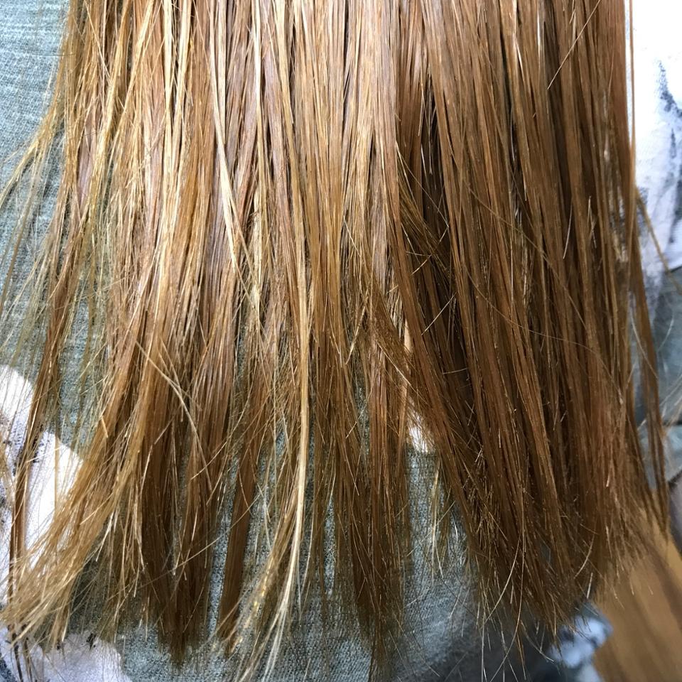 머리를 감고 난 뒤 제 머리입니다ㅠㅠ  곱슬 때문에 주기적인 매직 + 염색 + 탈색으로 인해 정말... 머릿결이 엉망이에요!!