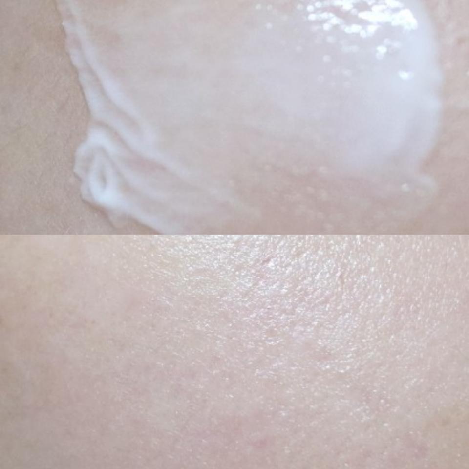 스패출러로 제품을 가볍게 떠 피부 위에 발라 흡수시켜 주었습니다. 장미향도 은은하게 나고 건성인 제게도 촉촉해서 좋았어요ㅎㅎ
