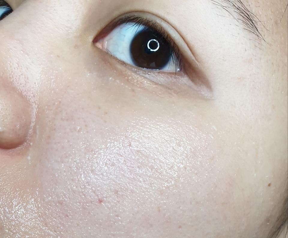 피부에 자극이 전혀없다고는안하겠지만 다른 큰알갱이의 필링제품들보다  입자도작고, 피부에 무리도 덜 가네요.