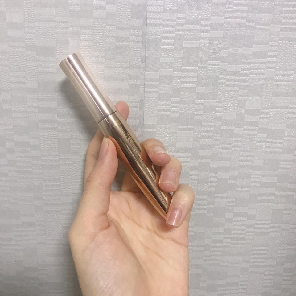 제품 자체는 굉장히 가볍습니다 얇아서 손에 쥐거나 파우치에 넣기도 좋아요!