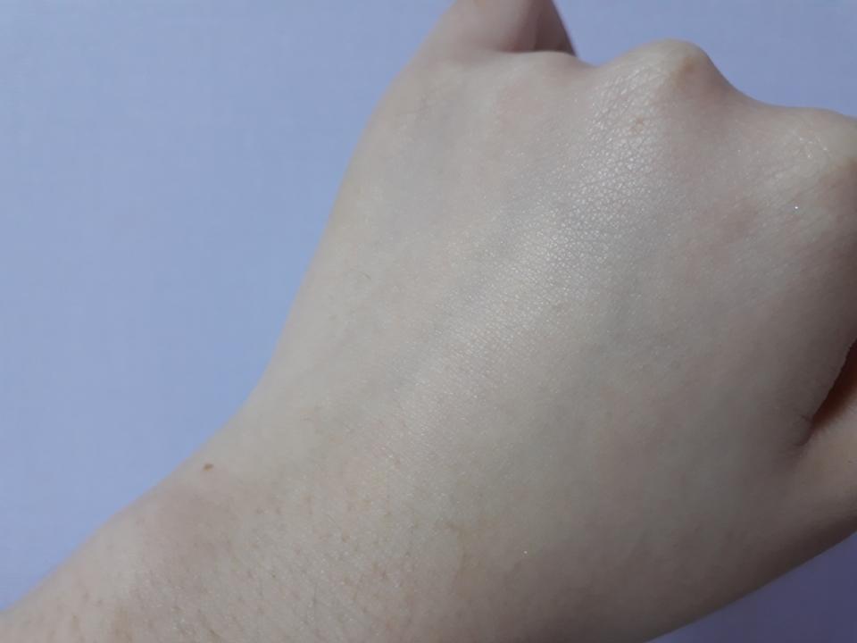 뿌리고나서 손으로 두드려서 흡수시켜주면 촉촉해진 느낌이 들어요 :) 향이 오래가거나 강하지않아서 샤워하고나서 몸전체에 뿌려주면 기분도 상쾌해지고 좋을것같아요 😀 그리고 자몽향이 식욕을 억제해줘서 다이어트에도 도움이 된다는 그런말도 있는것같아요 ,,ㅎ  그럼 오늘도 리뷰 봐주셔서 감사해요 ❤