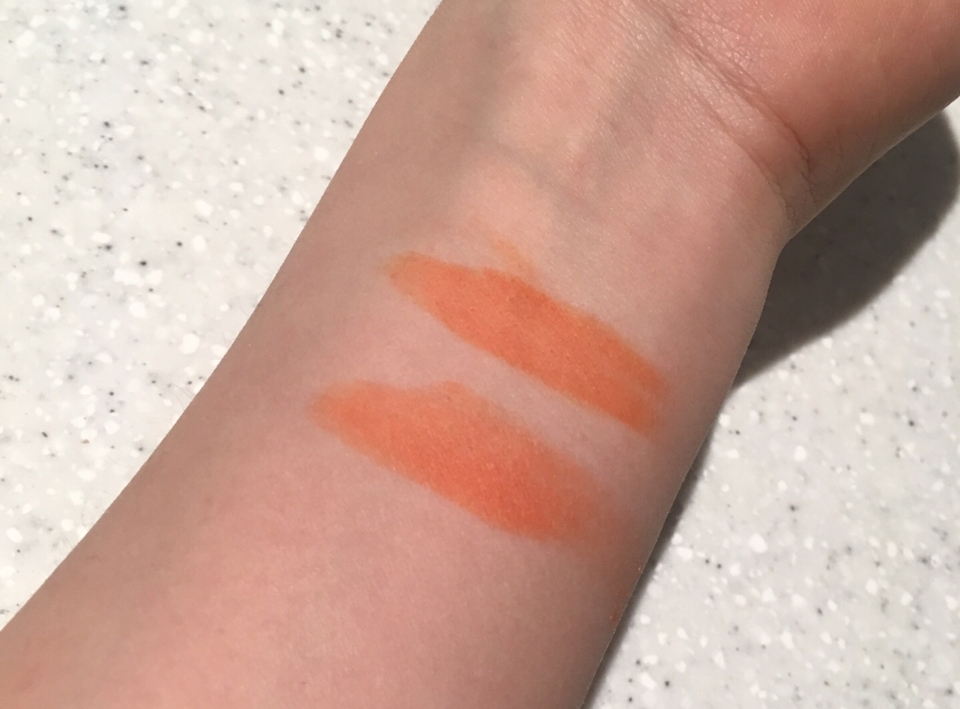 발색 ! 위에 잉크러쉬 제품과 비슷한 착색샷 !  지워도 주황색으로 착색 되서 너무 좋은거같아요ㅠㅠ 분홍계열 립 안어울리는분 적극 추천