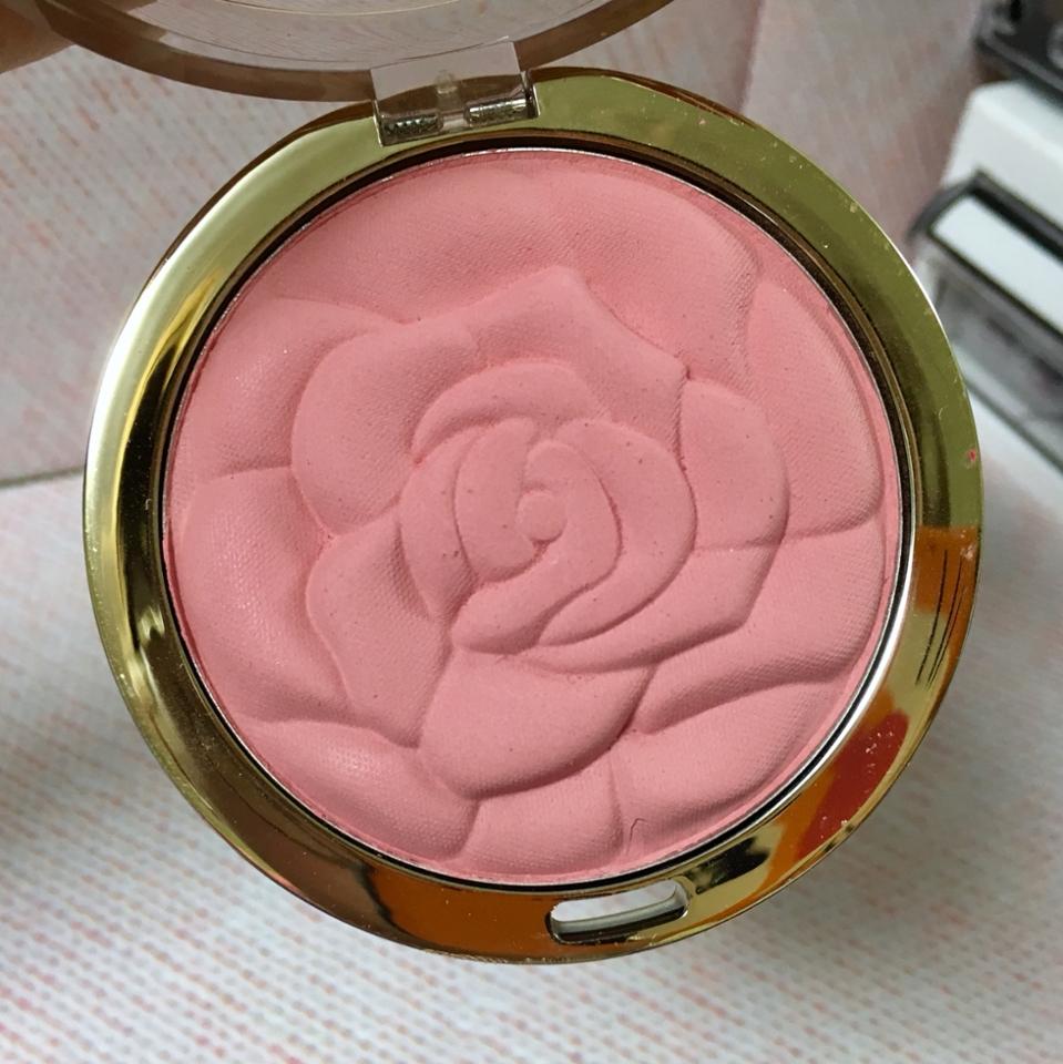 두번째는 제 데일리템인 밀라니의 티로즈 색상입니다! 사진이랑은 약간 다르구 톤다운된 핑크 에요! 주황이나 코랄기 없습니다!